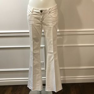 Zara white bell bottom rugged no hem jeans. Size 4